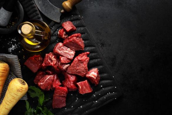 pokrojone kawałki mięsa wołowego